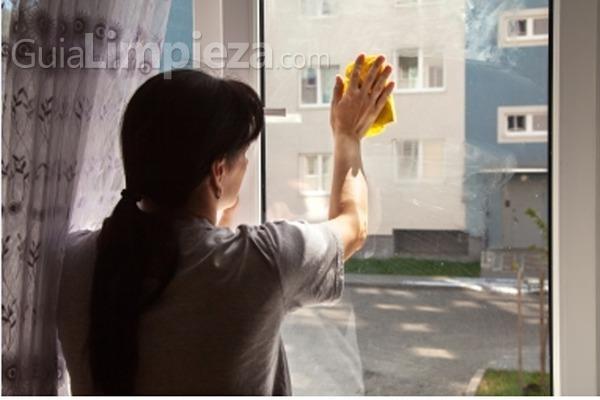 Cómo limpiar las ventanas de aluminio blanco? - GuiaLimpieza.com