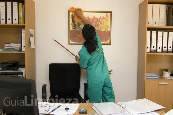 Deja la limpieza de tu oficina en manos expertas