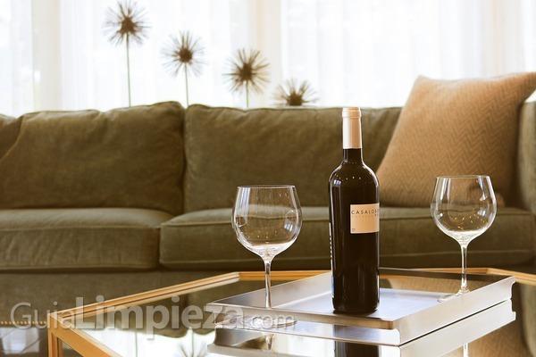 Cómo limpiar, secar y guardar copas de vino